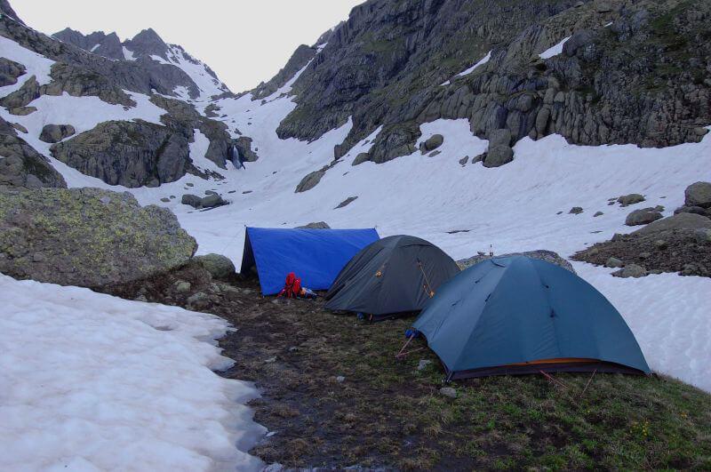 Лагерь на берегу озера