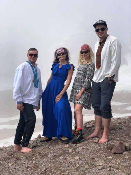 Фото в платьях в горах