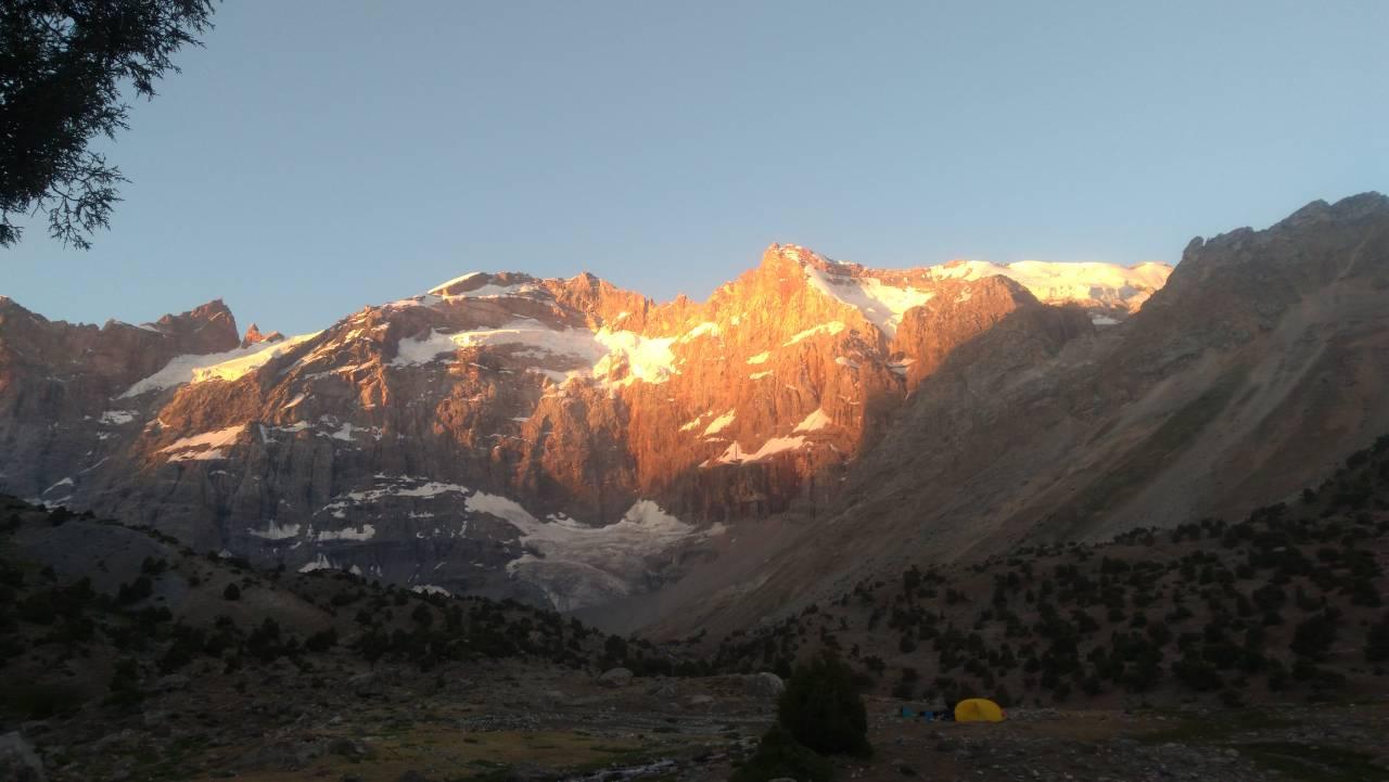 Закат в Фанских горах