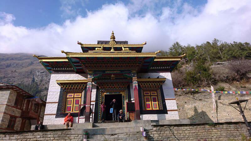 Храм высокогорных непальцев