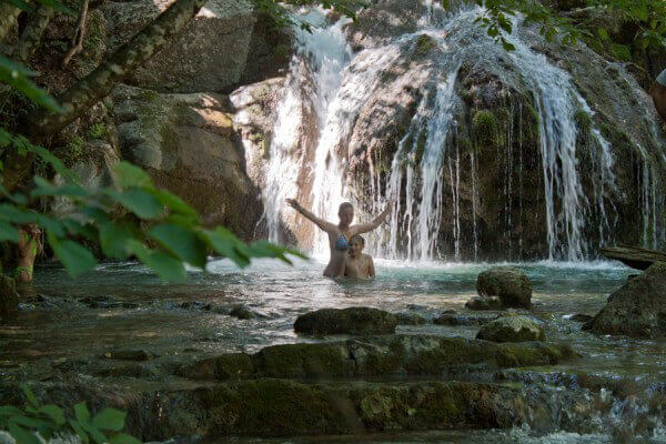 Отважные и выносливые в водопаде Джур-Джур