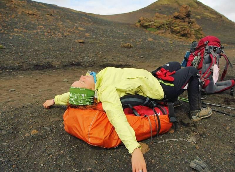 Девушка-турист в Исландии