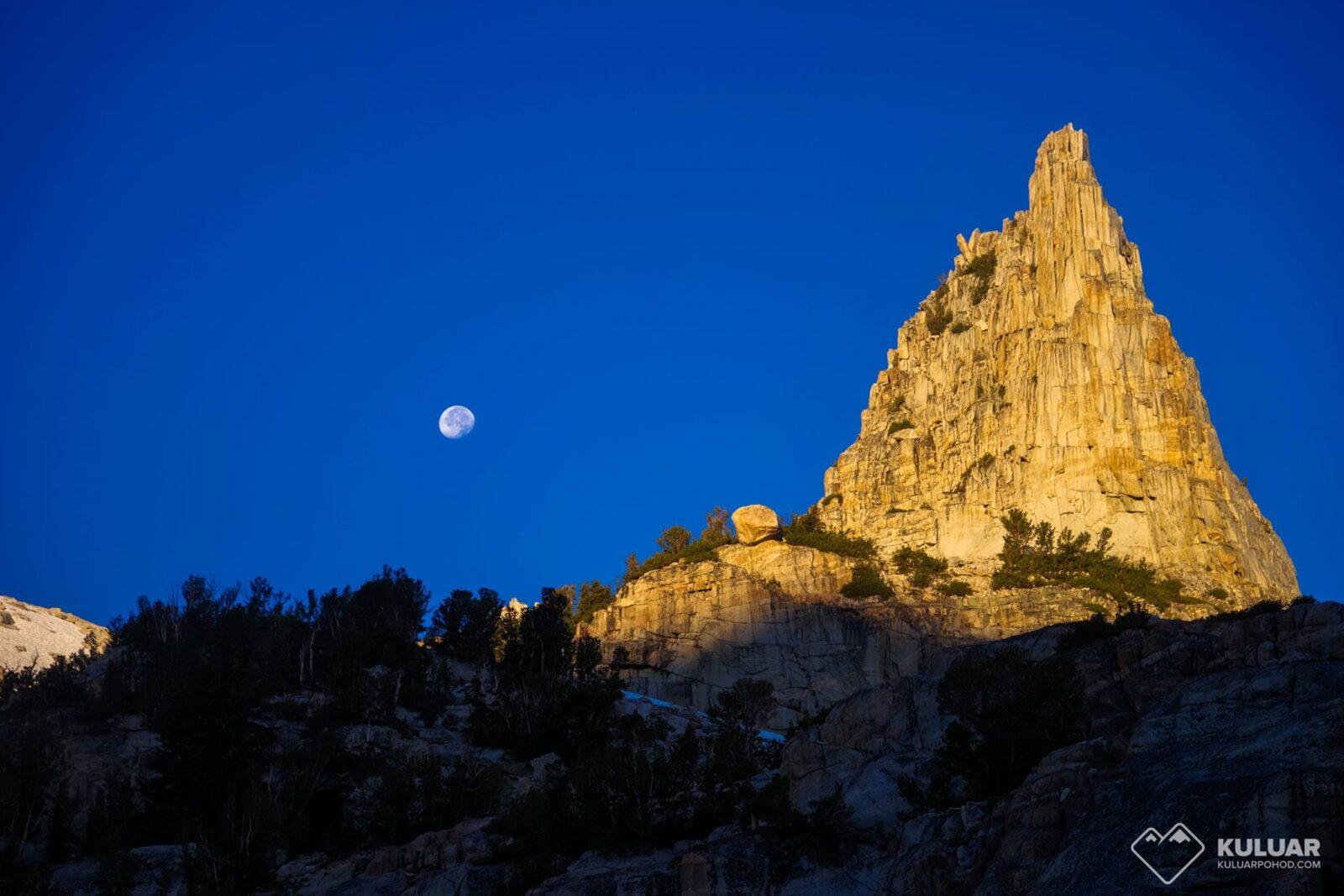 Луна над Калифорнией