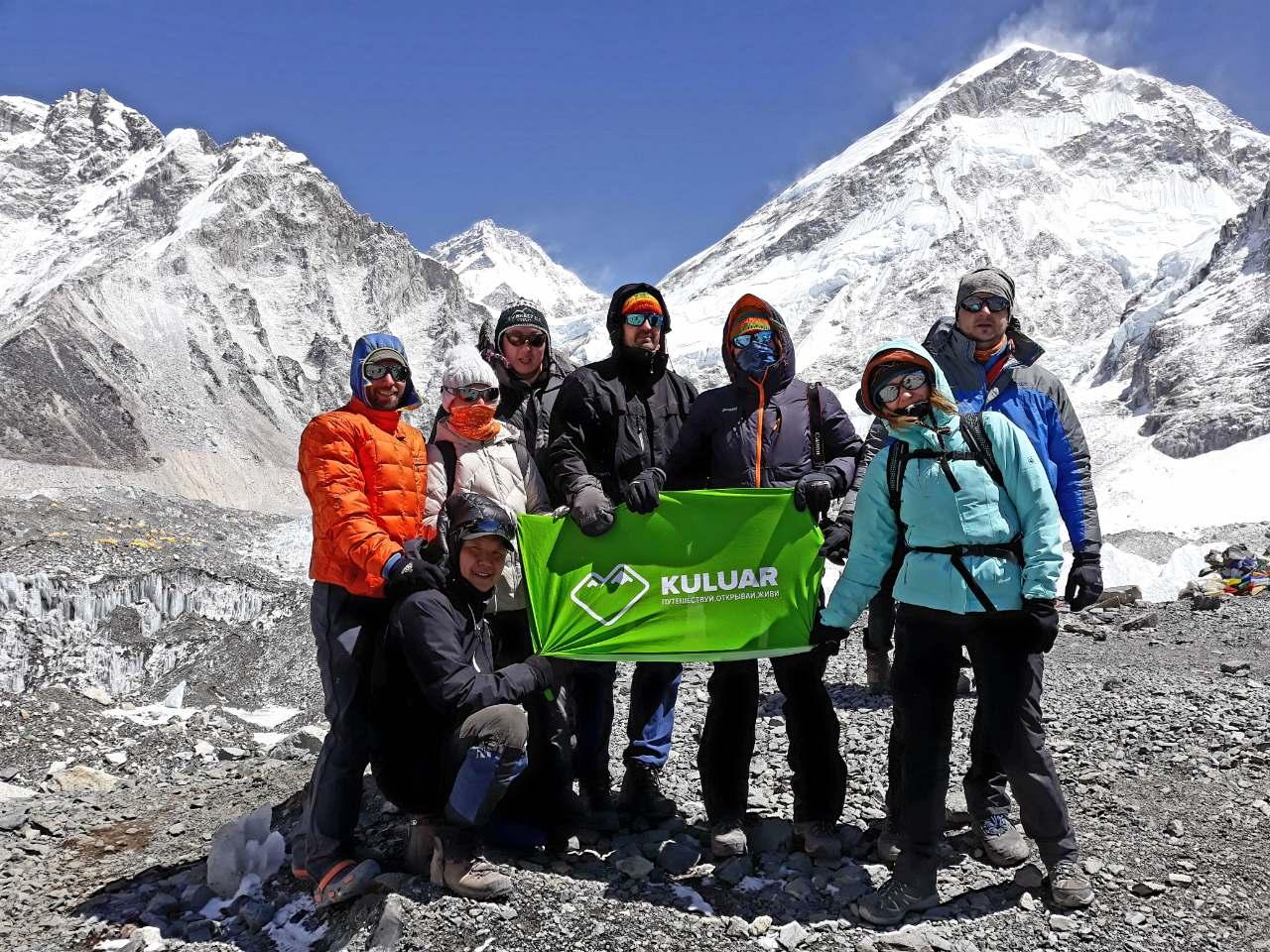 Кулуар в базовом лагере Эвереста