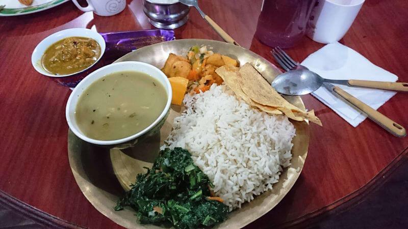Традиционное блюдо непальцев - далбат