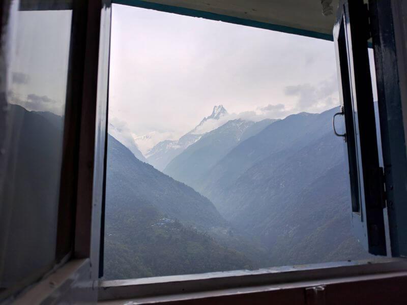 Вид на Мачапучаре из окна лоджии