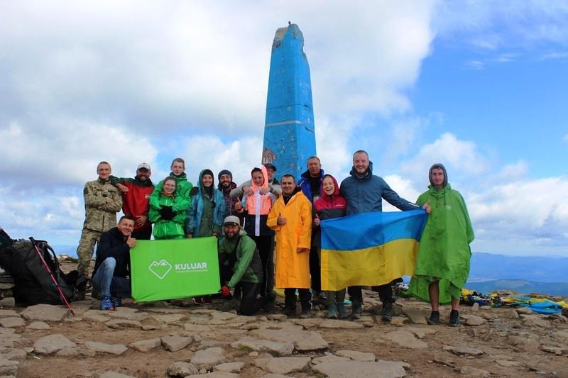 Группа Кулуар на вершине Говерлы