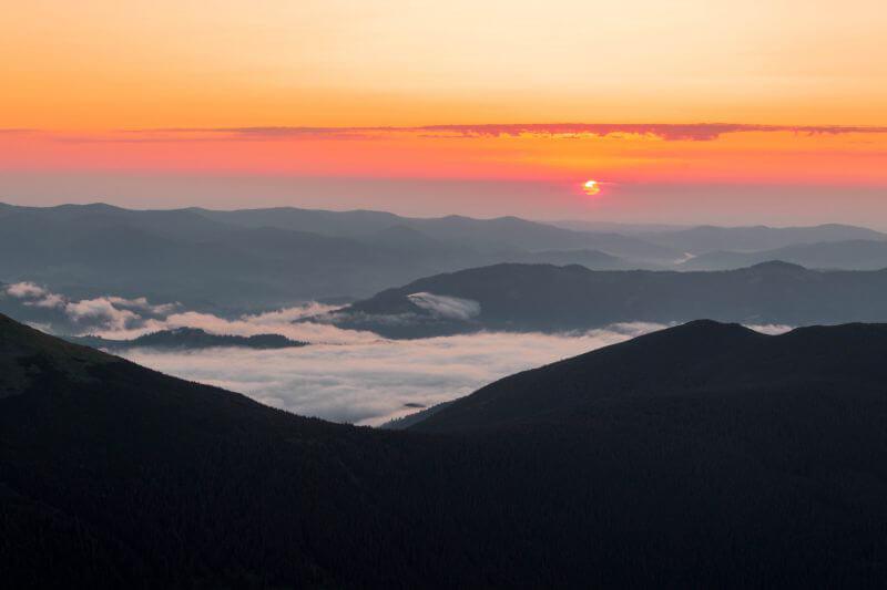 Рассвет на горе Поп-Иван