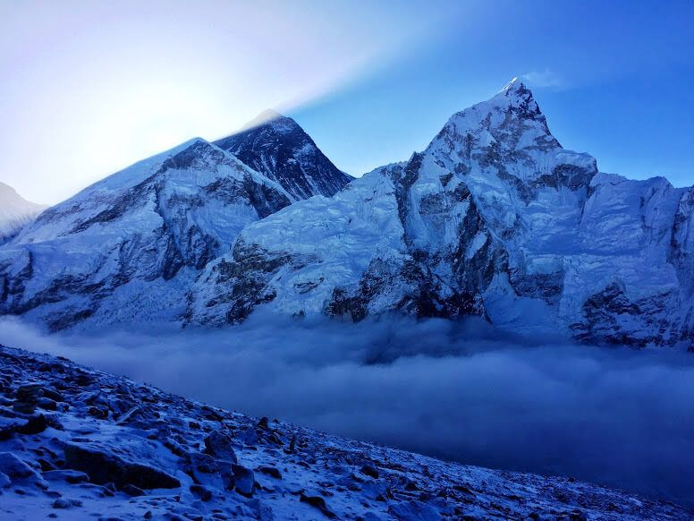 Эверест на рассвете при подъеме на Кала-Патхар