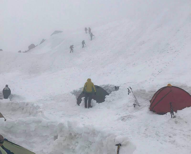 палатки в снегу