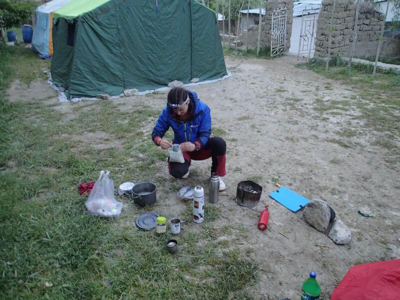 Маша готовит ужин)