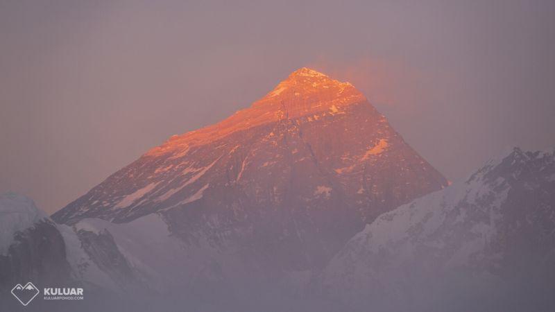 Эверест на закате - восьмитысячники мира