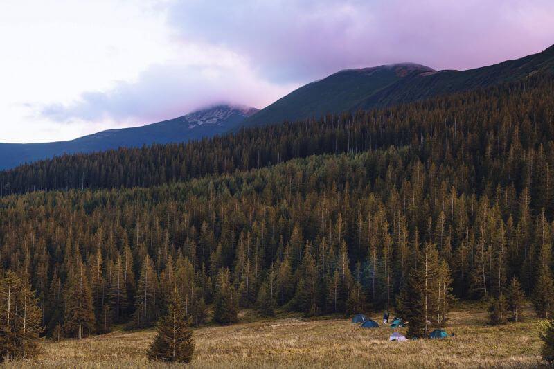 Походный лагерь в горах