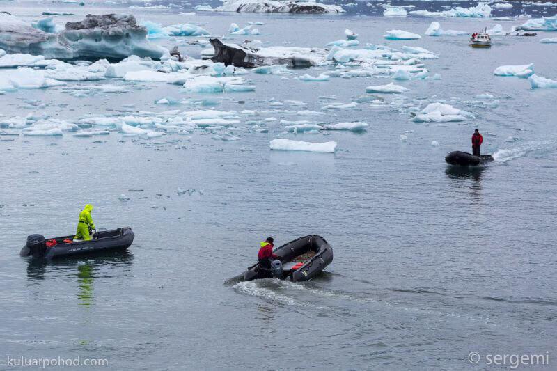 на лодках по Ледниковой лагуне