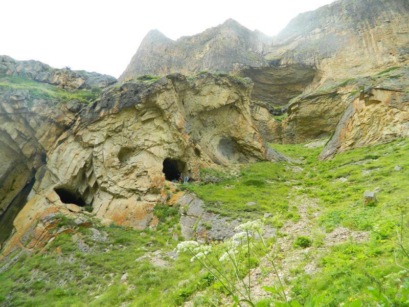 Горы и пещеры