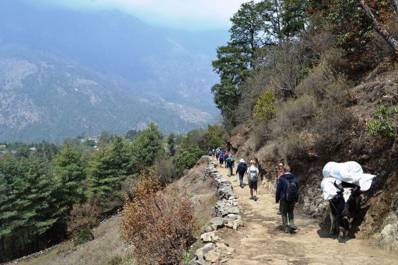 Туристы на пути к Эвересту