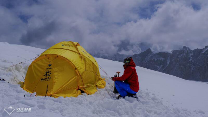 наша палатка в Л1 Макалу, 6420