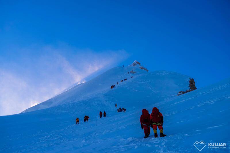 Восхождение на Манаслу, вершина чуть выше!