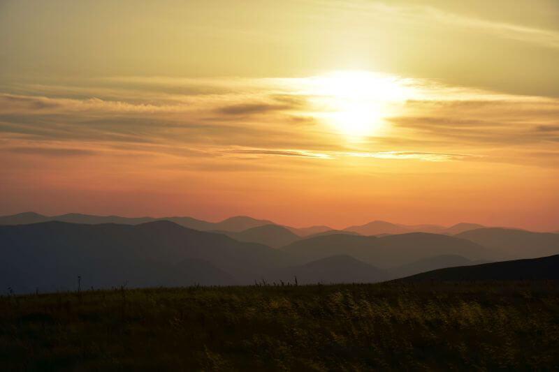 Прекрасный закат в горах