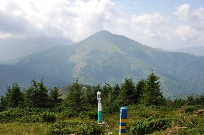 Кордон України і Румунії в горах