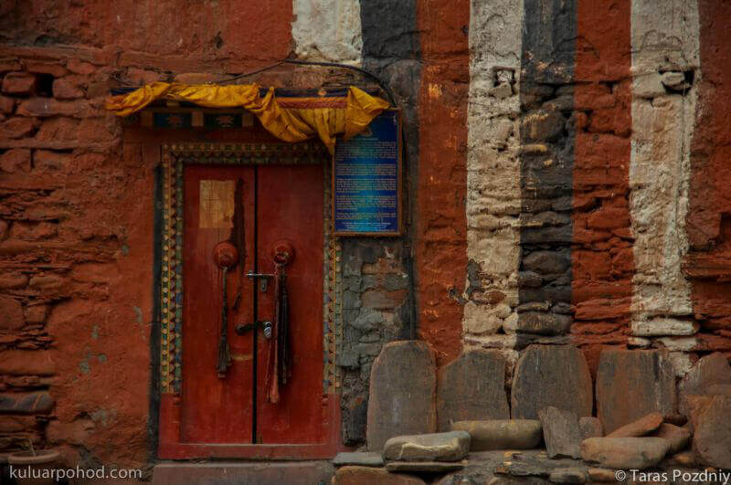 двери храма - верхний Мустанг