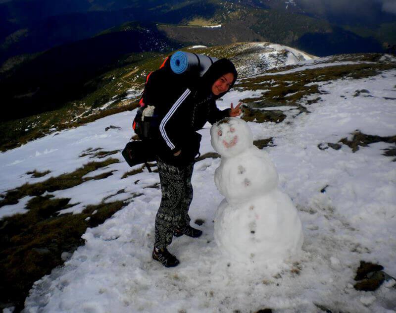 Веселий сніговичок