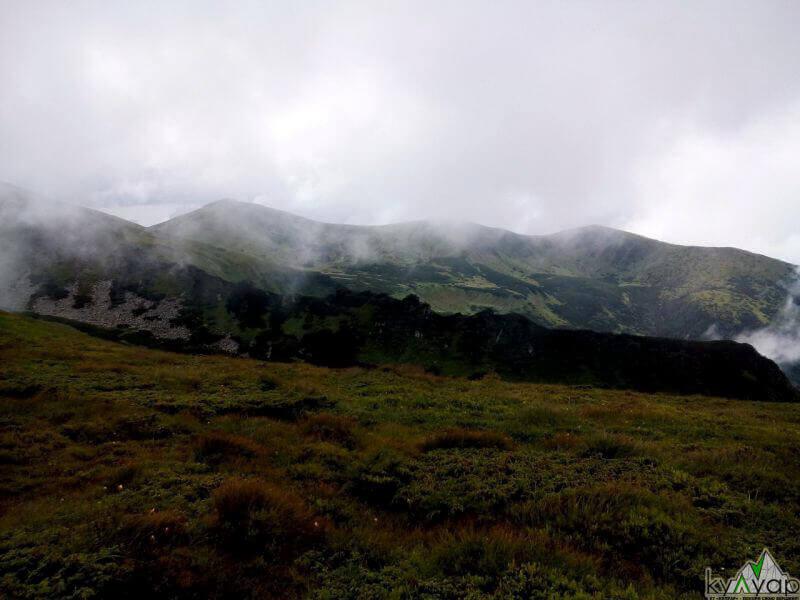 Карпати в хмарах