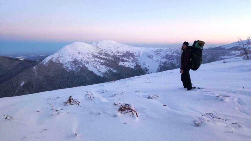Рассвет зимой в горах