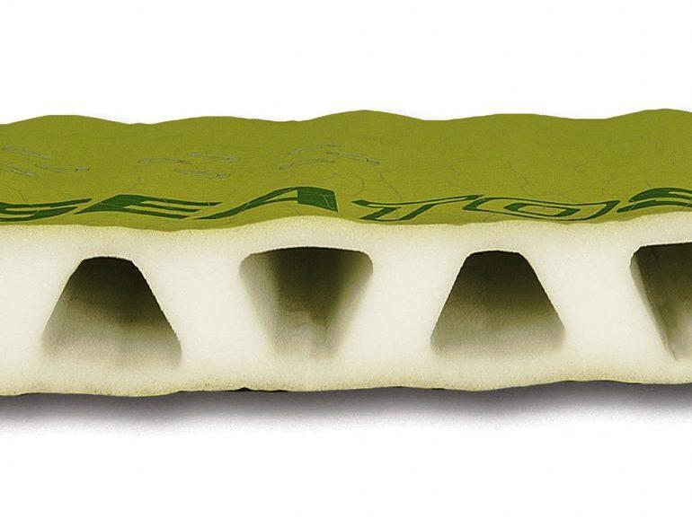Пена внутри самонадувающегося коврика