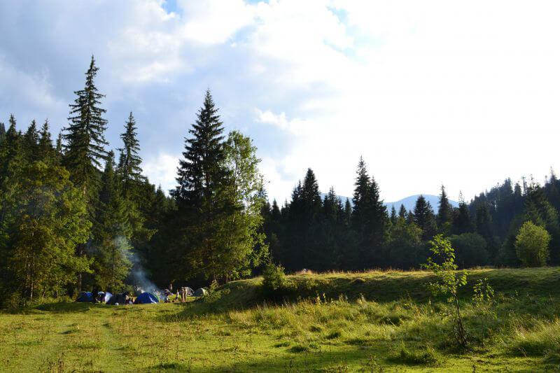 Палаточный лагерь в Карпатах