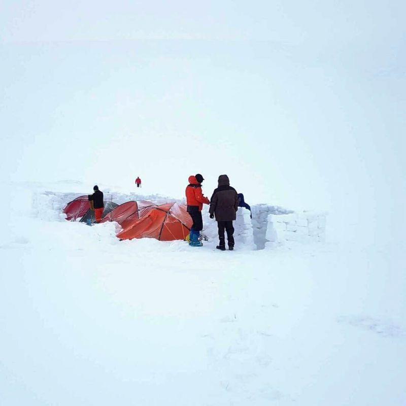Ночівля в наметах на снігу