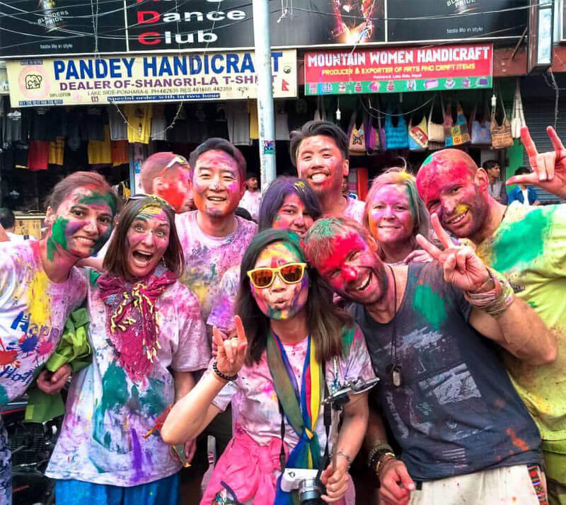 Туры в Непал весной - праздник Холли