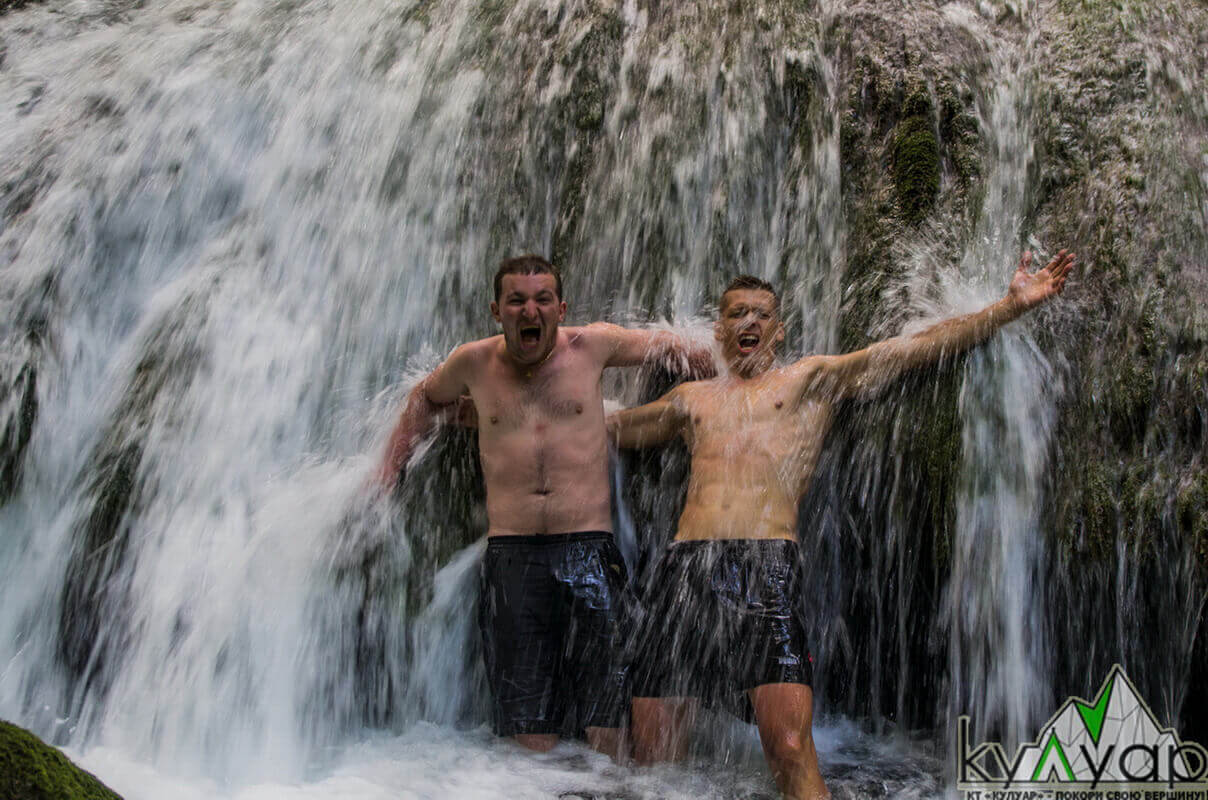 в водопаде!