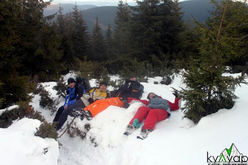 валяємся в снігу
