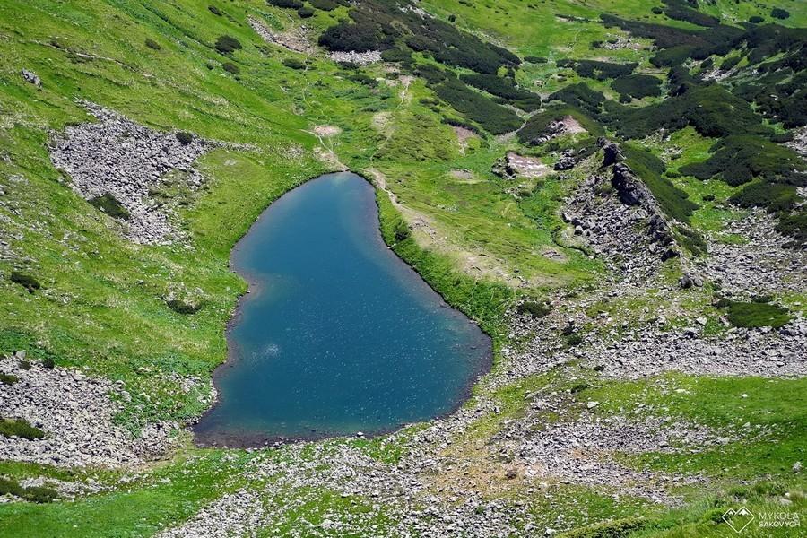 Горное озеро в Карпатах