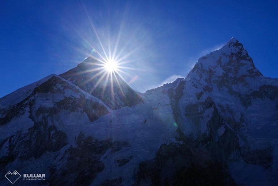 Солнце над Эверестом