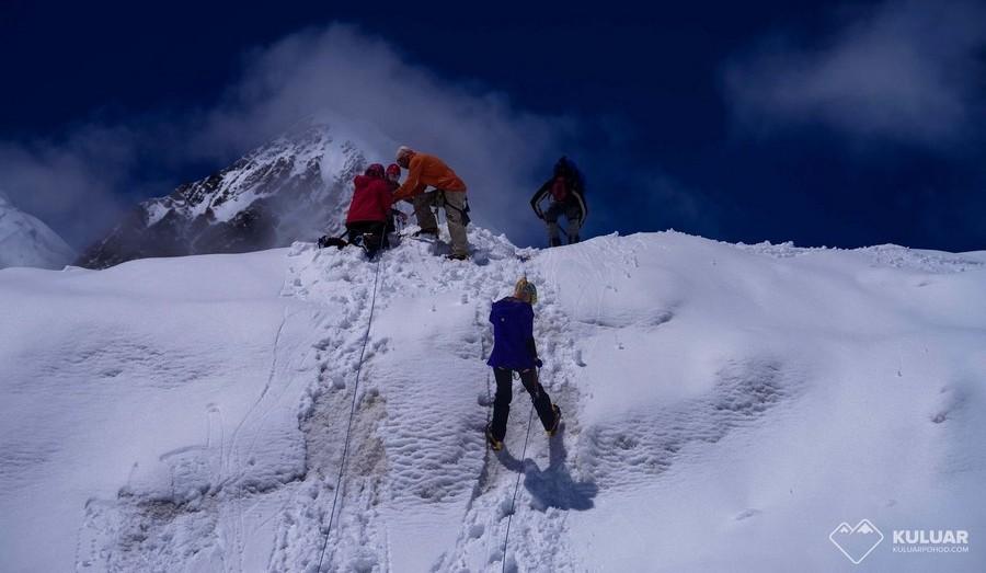 Альпинисты на пике Ленина