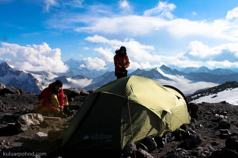 палаточный лагерь на Эльбрусе