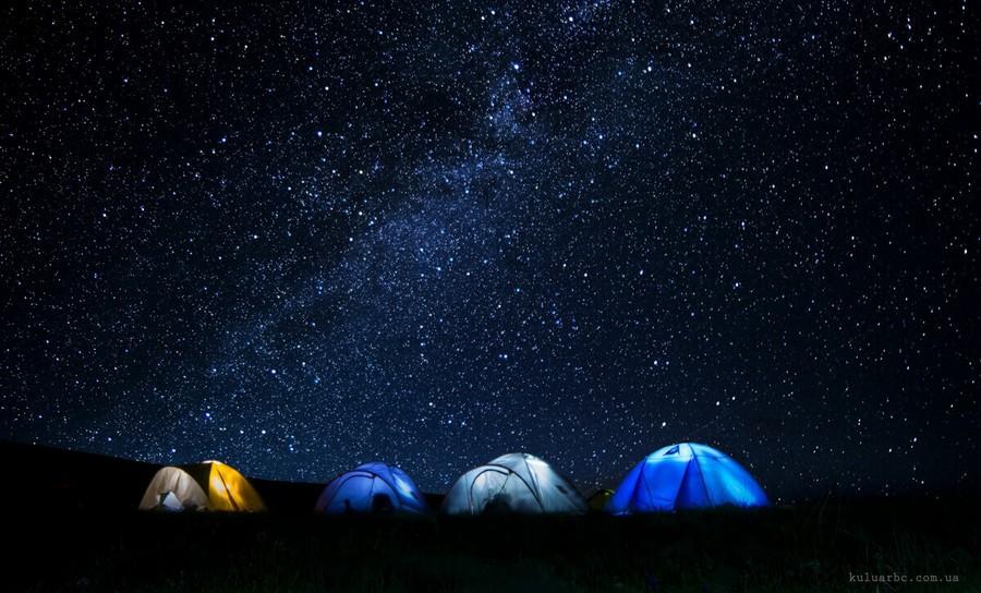 Звездная ночь и палатки