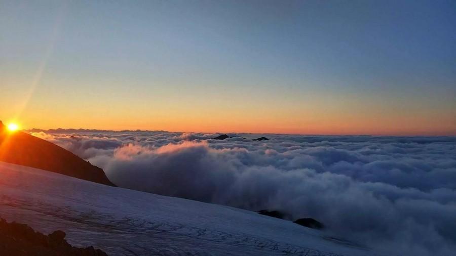 Рассвет на склонах Эльбруса